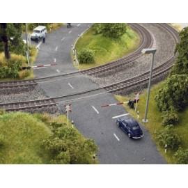 Noch - Bahnschranken mit Andreaskreuzen